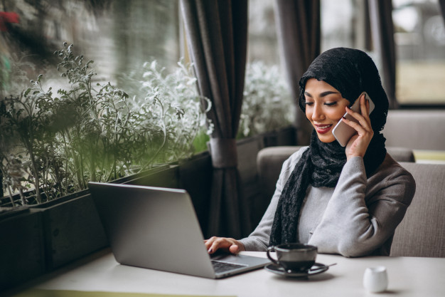 arabian-woman-hijab-inside-cafe-working-laptop_1303-14190